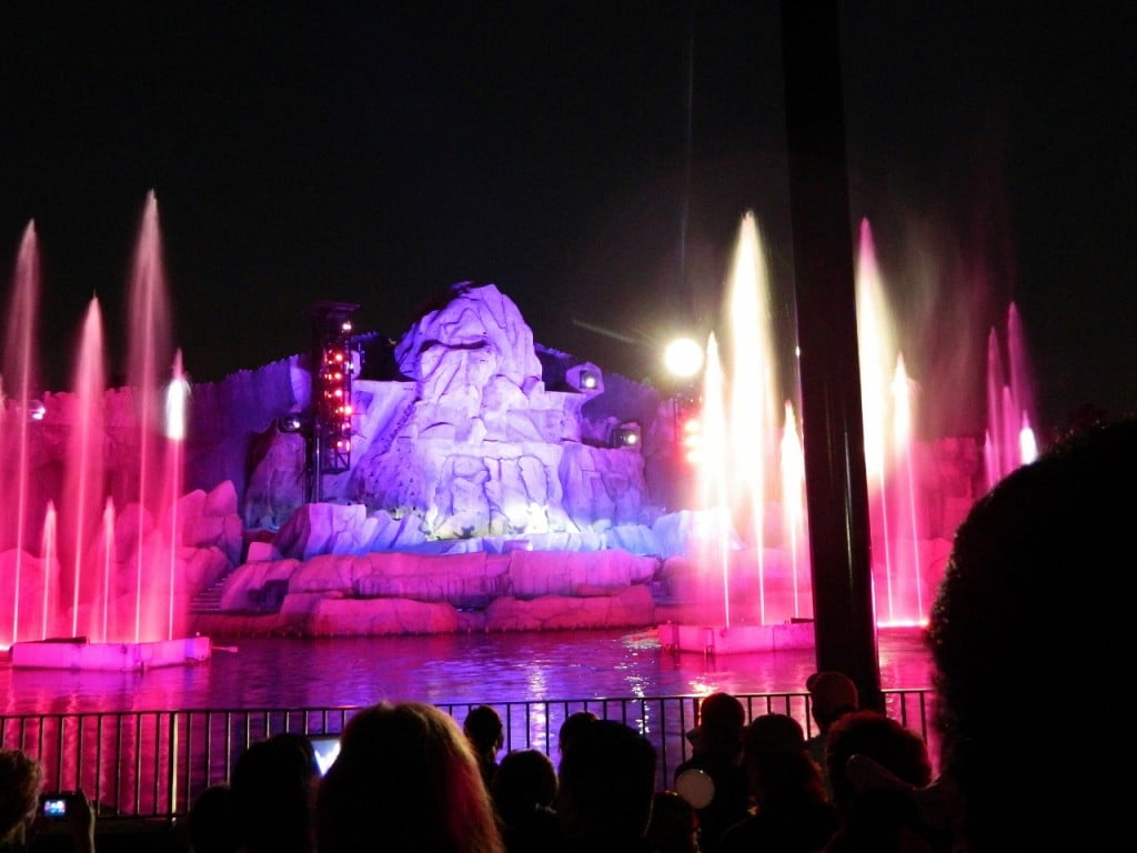 You seriously have to check out this Fantasmic! show...it's pretty amazing.