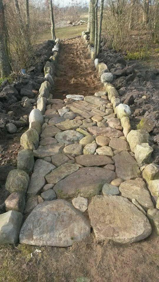 Creating a path with rocks/stones...LOVE this!