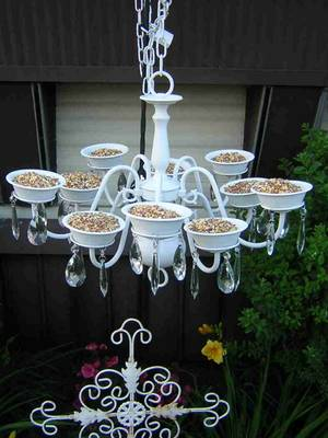 Turn an Old Chandelier into a Bird Feeder....these are the BEST Garden & DIY Yard Ideas!