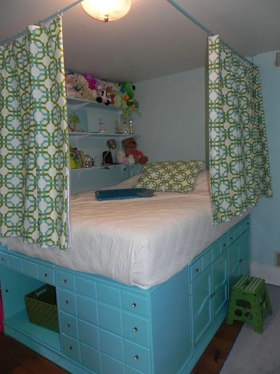 Upcycle Old Dressers into a Bed!