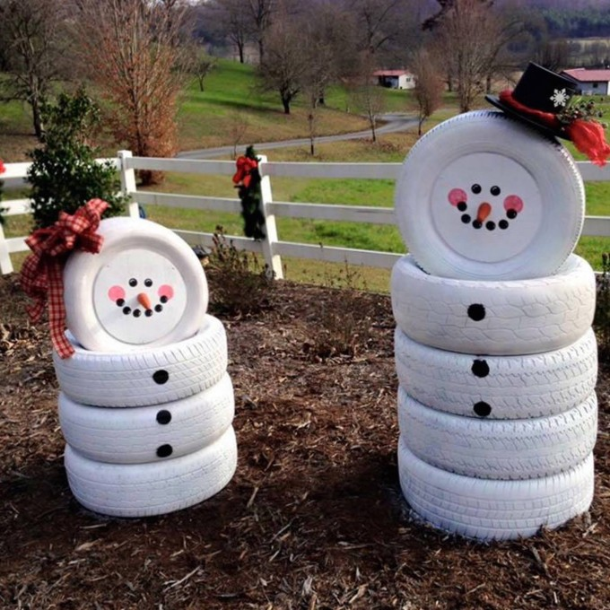 Snowmen made from Old Tires....these are the BEST DIY Christmas Decorations & Craft Ideas!
