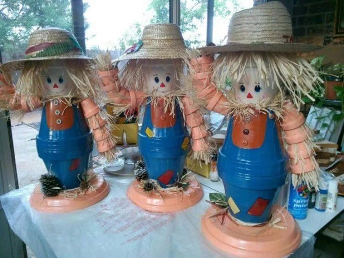 Terracotta Pot Scarecrows...these are the BEST Fall Craft Ideas!