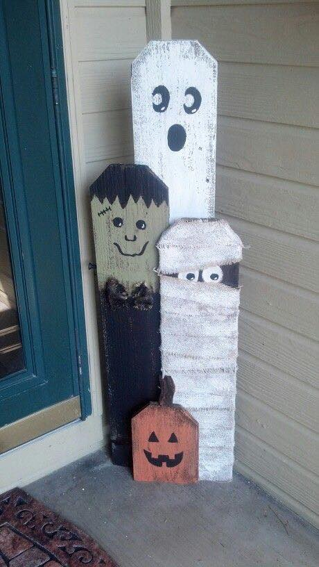 Halloween Picket Fence Decor....these are the BEST Homemade Halloween Decorations & Craft Ideas!