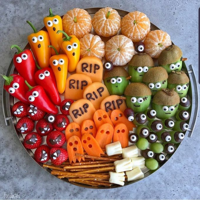 Halloween Fruit and Veggie Tray