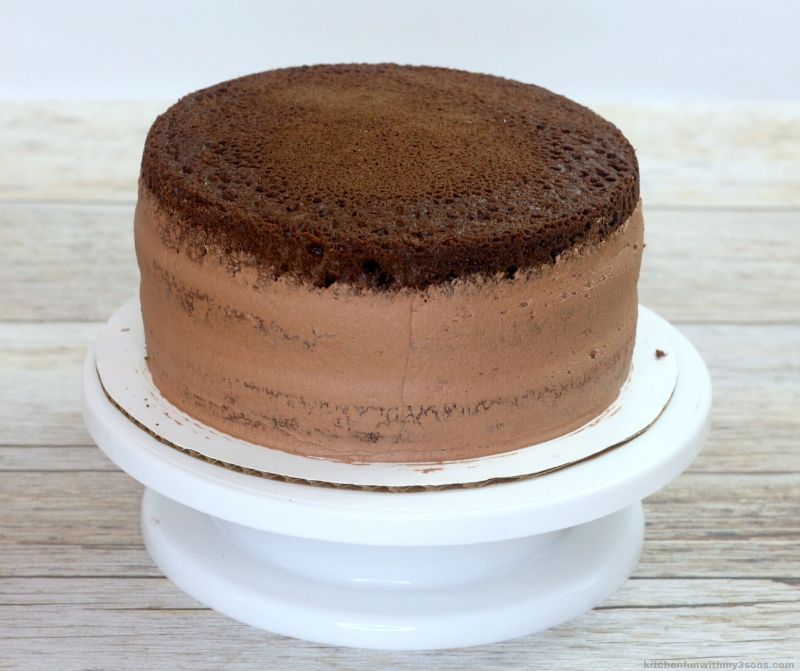 chocolate frosted cake