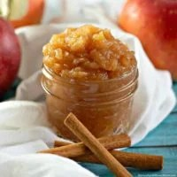 Easy Homemade Applesauce Recipe (4-ingredients)
