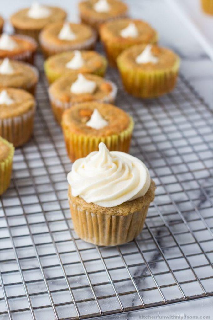 frosting banana cupcakes