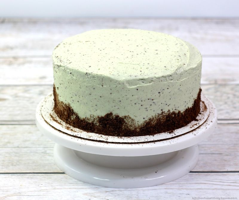 green frosted cake