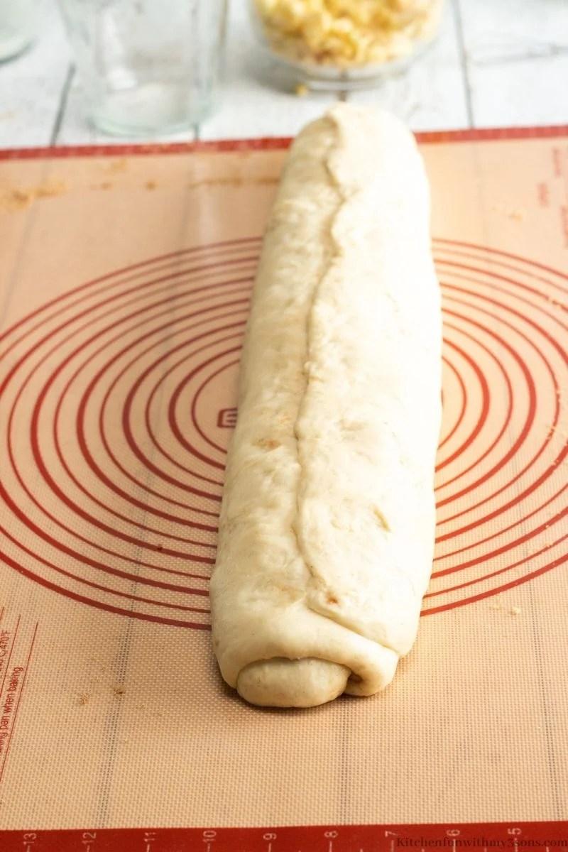 cinnamon buns dough log