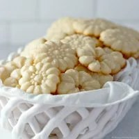 Shortbread Cookies - Only 5 Ingredients!