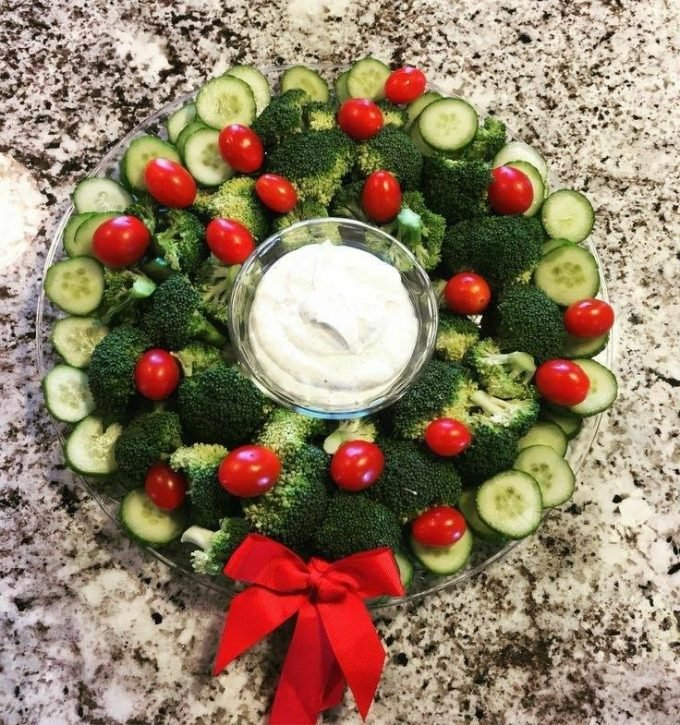 Christmas Wreath Veggie Tray