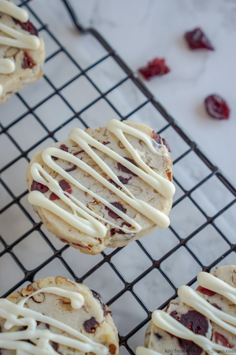 Drizzling the white chocolate on the cookies.