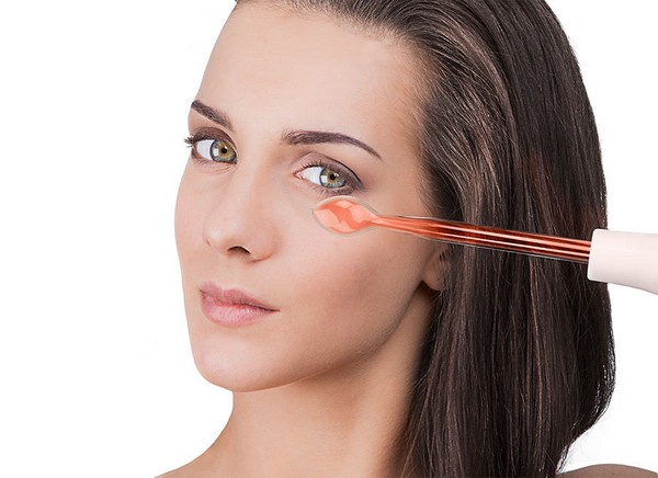 It is possible to eliminate puffiness under the eyes