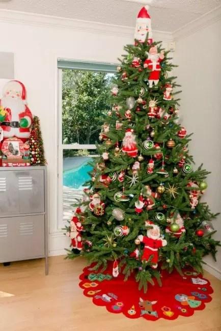 Vintage Santa dukker av store og små størrelser - kan det være mange av dem. I selskapet med dem Babushkin skjørt til juletre