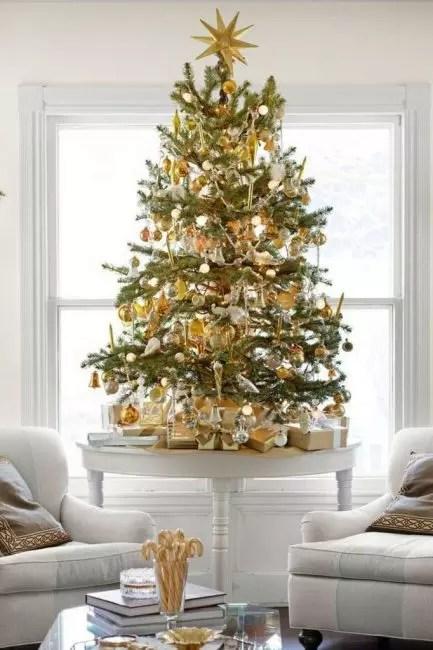 74 overflod av gull på et tre kompetent fortynnet med matt sølv, hvitt glass - alt i ånden av edle luksus