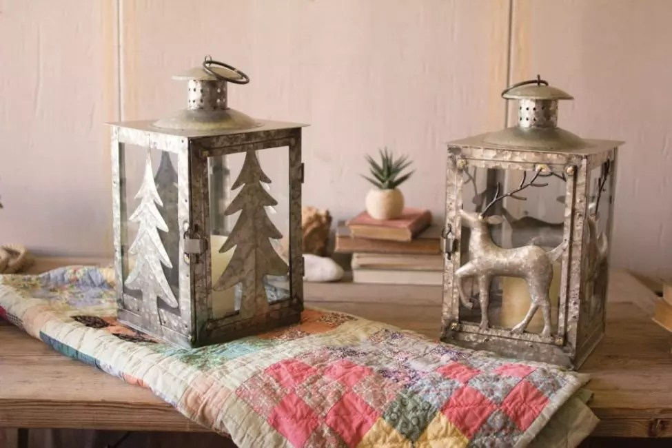 Les ornements sur des lanternes galvanisées créeront une atmosphère d'une hutte forestière
