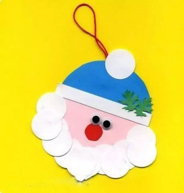 Mata, hidung dan cawangan Krismas pada topi