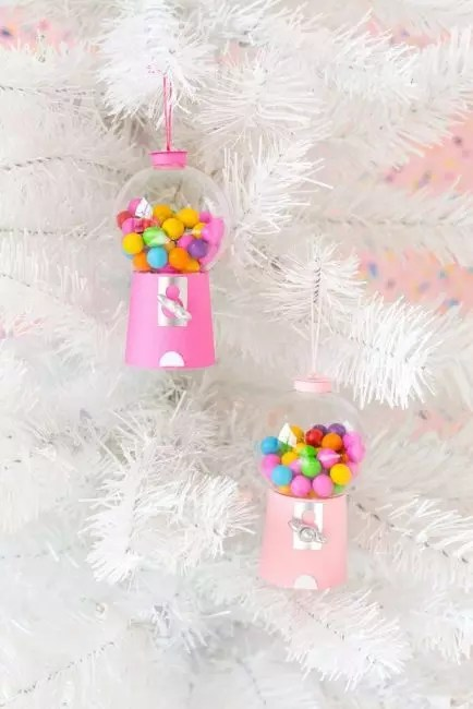 Boxes for candies do it yourself! To make them take a plastic ball, pink dense paper and some trifles for the decor. In addition to candies, boxing can be filled with beads, pompons, confetti