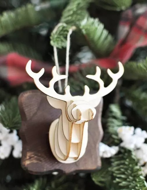 3d reindeer head - thematic decor. I use it using three-dimensional paper printing technology. The collected image is attached to a wooden basis