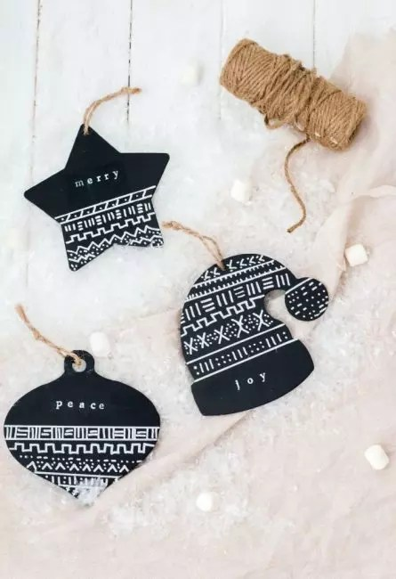Decorations of dense black glossy paper look very brutal. From it you can cut any forms in the New Year's theme and apply ornaments with white paint. As a suspension - eco-friendly jute twine