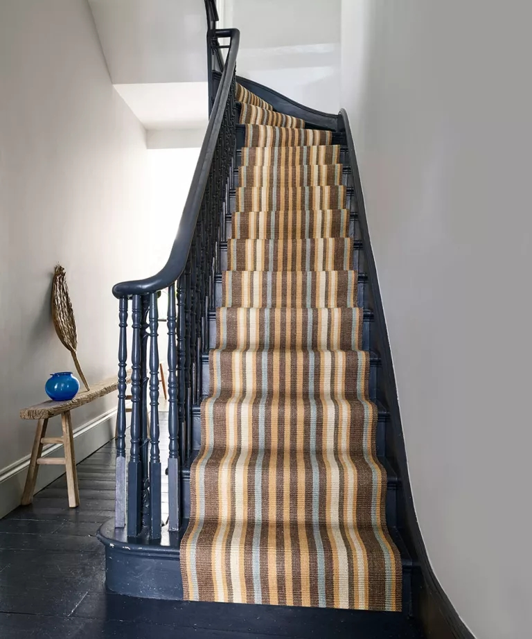 Best Stair Carpets – Our Pick Of The Most Fabulous Flooring For | Dark Carpet On Stairs | Gray | Monochrome | Wall | Modern | Metal Bar On Stair