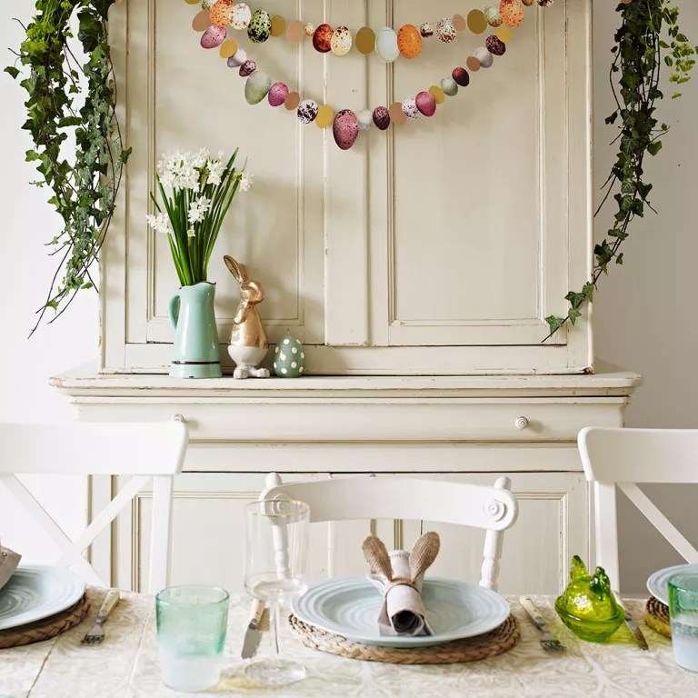 Easter decorating ideas that bring the spirit of spring inside Easter decorating ideas Easter garland