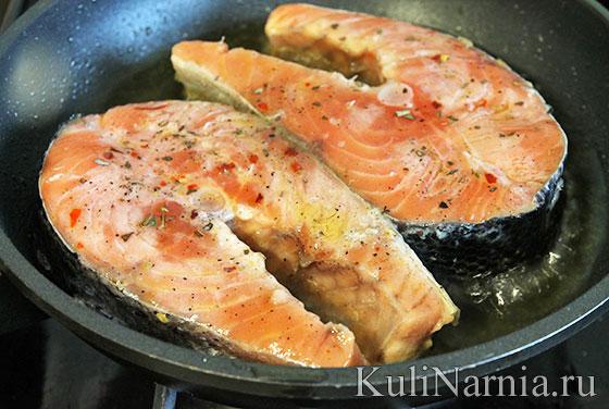 كيف يقلى سمك السلمون في مقلاة