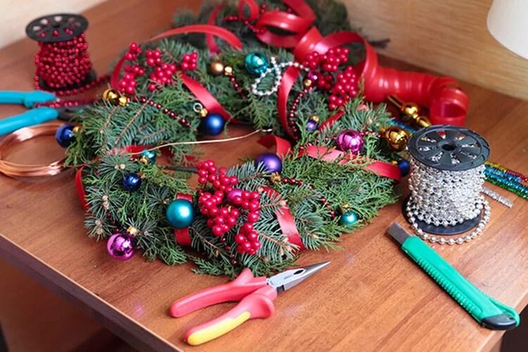 Artesanato para o Ano Novo com suas próprias mãos: nós fazemos na competição da escola e jardim Podelki K Novomu Godu 14