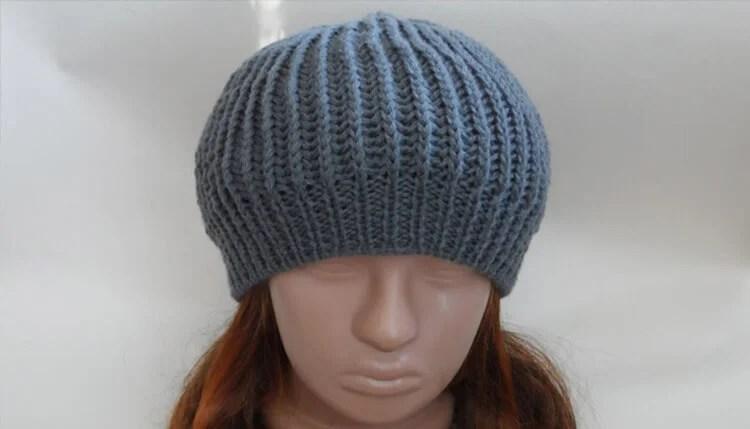 Femeia ia acele de tricotat: cum să legați o căptușeală la modă Kak Svyazat Spicami Beret 45