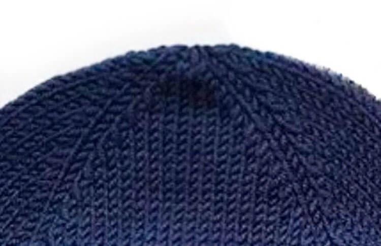 Bonitos chapéus para a menina: agulhas de malha para o inverno shapka spicami dlya Devochki 10