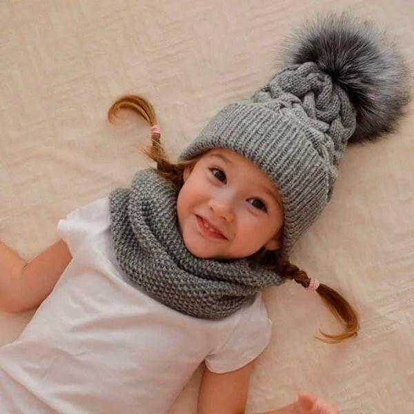 Bonitos chapéus para a menina: agulhas de malha para o inverno shapka spicami dlya Devochki 27