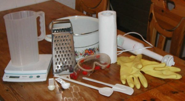 Dụng cụ và xà phòng cho xà phòng
