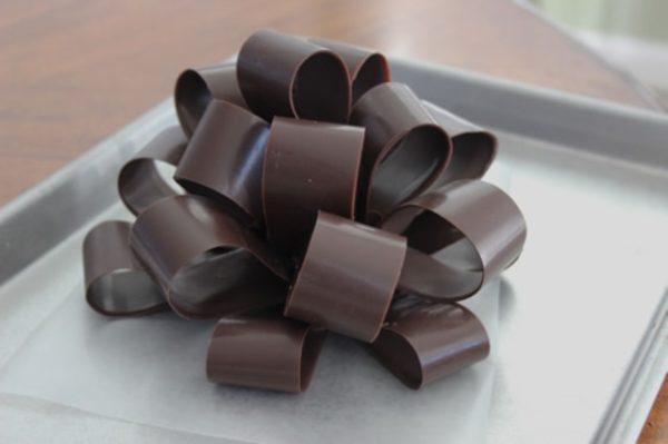 Bitmiş çikolata yay