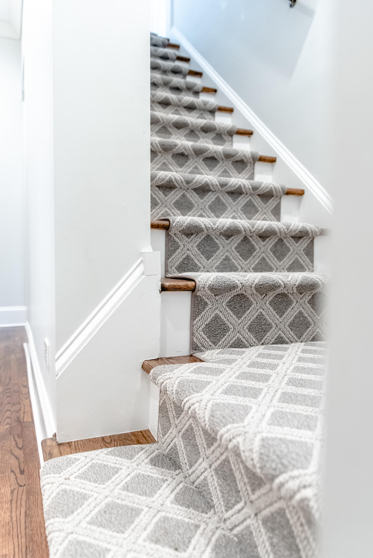 Stair Carpet Gain Inspiration And View Stair Carpet Projects   Grey Patterned Carpet For Stairs   Fitting Loop Pile Carpet   Room Matching Str*P   Middle Open Concept   Runners   Living Room