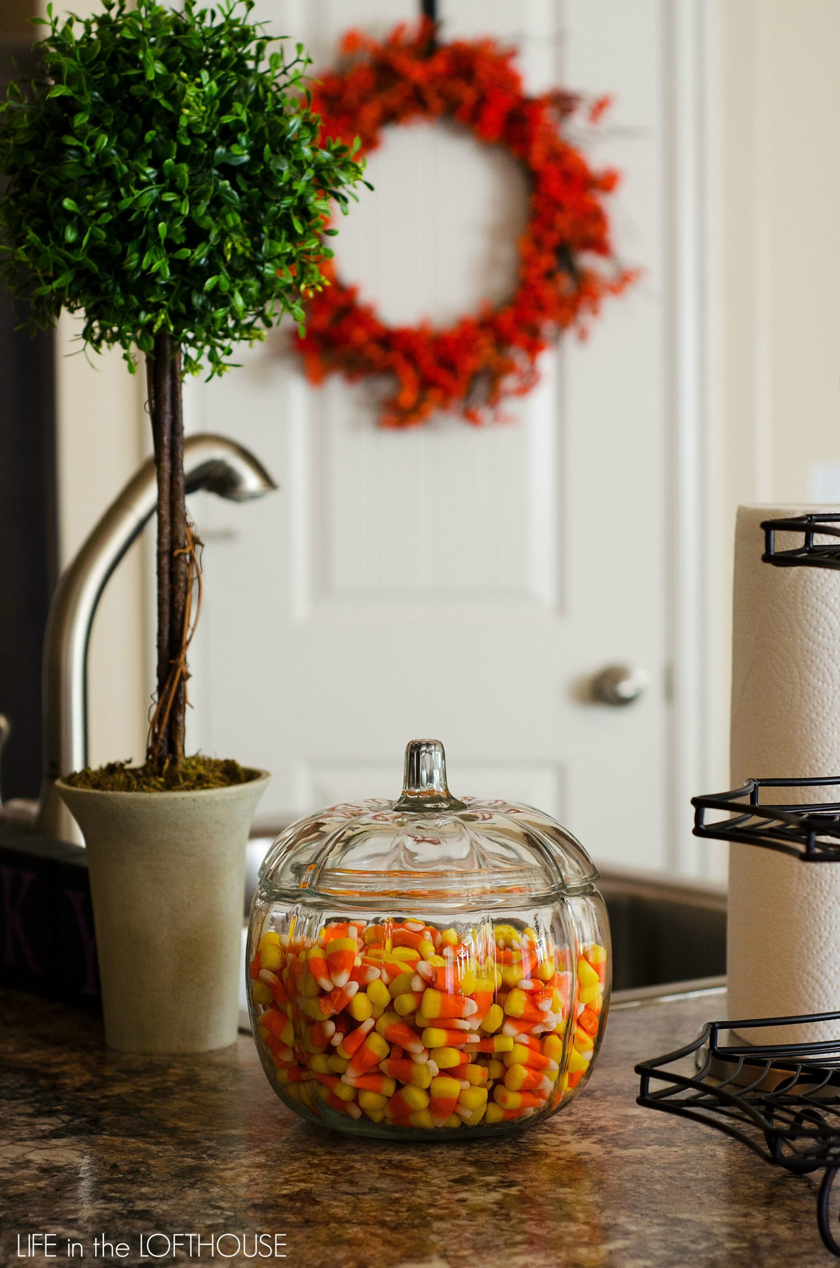 Halloween Recipes and Decorating Ideas Halloween Decor12