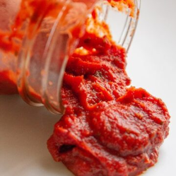 Easy Homemade Pizza Sauce is a house favorite! by Life Currents https://lifecurrentsblog.com