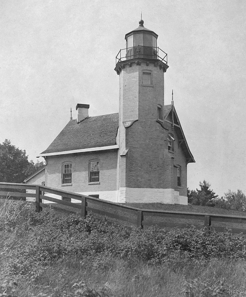 Chambers Island Lighthouse Wisconsin At Lighthousefriends Com