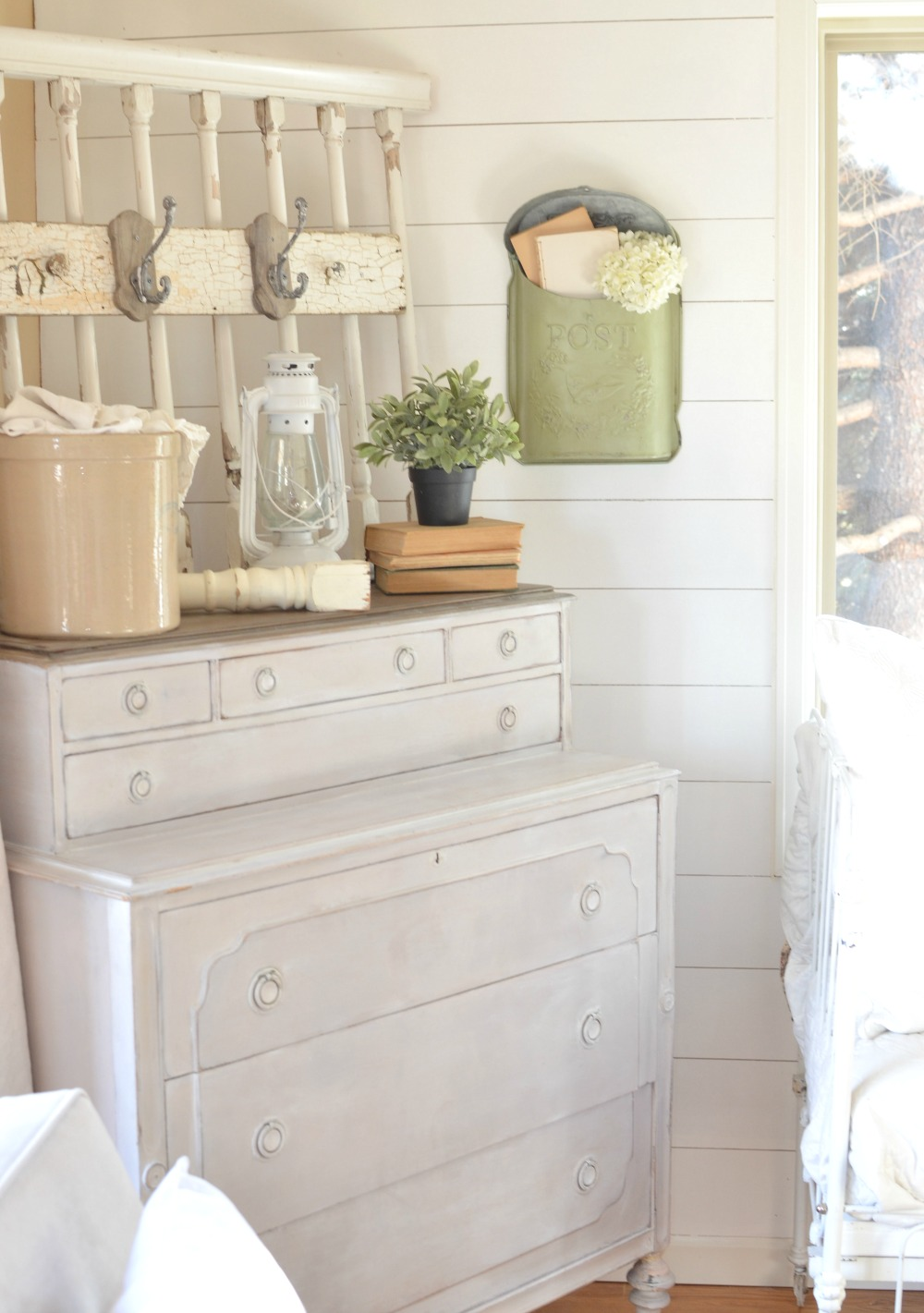 Where to Find Vintage Decor on A Budget Where to Find Vintage Decor on A Budget  Practical tips to decorating your  home with