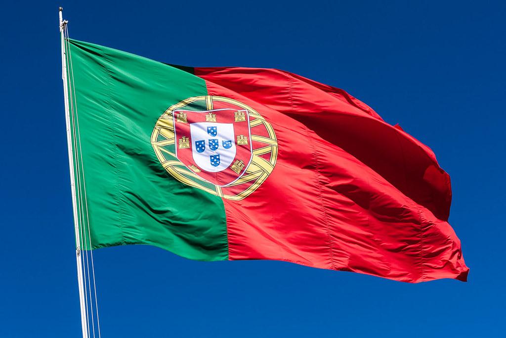 Lisbona 066 La Grande Bandiera Portoghese Che Sventola A