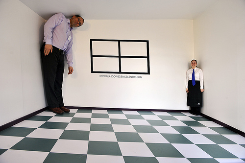 The Ames Room At Glasgow Science Centre This Bizarre