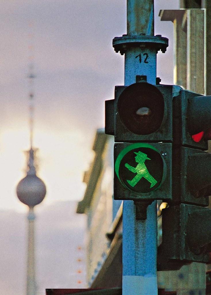 Ost Ampelm 228 Nnchen In Berlin Eine Berliner Fu 223 G 228 Ngerampel