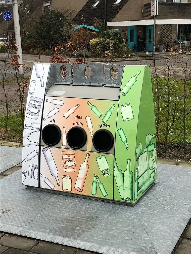 Glasbak Bergmanstrook Zoetermeer Glass Container