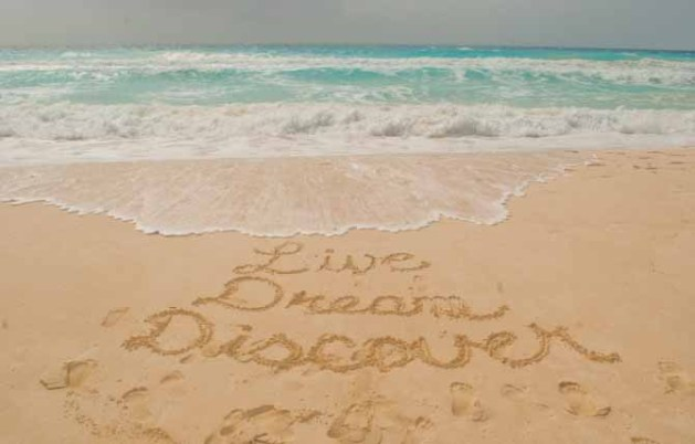 puerto vallarta vs playa del carmen Live Dream Discover in the sand in Cancun