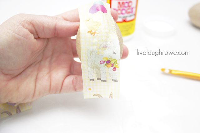 place tissue paper on egg