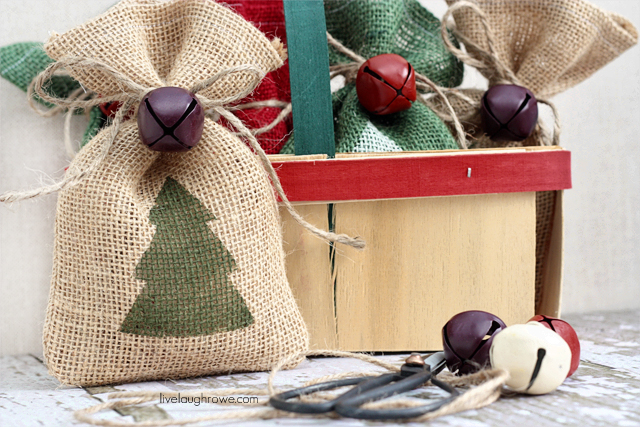 Fabulous and Festive Burlap Gift Bags with livelaughrowe.com