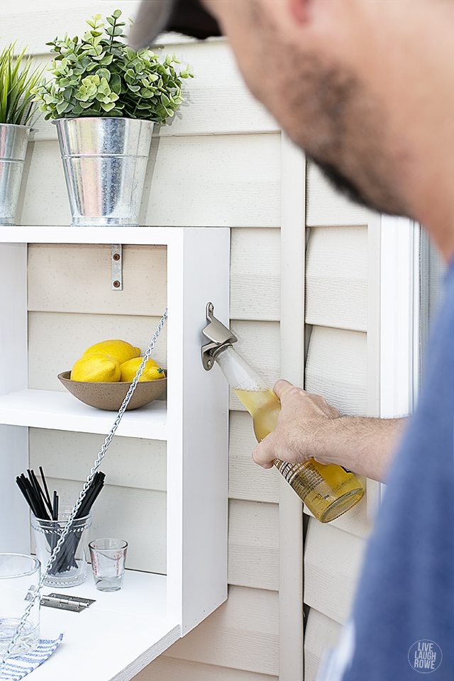 Love this Outdoor Serving Station -- and adding a bottle opener to the side is genius! www.livelaughrowe.com