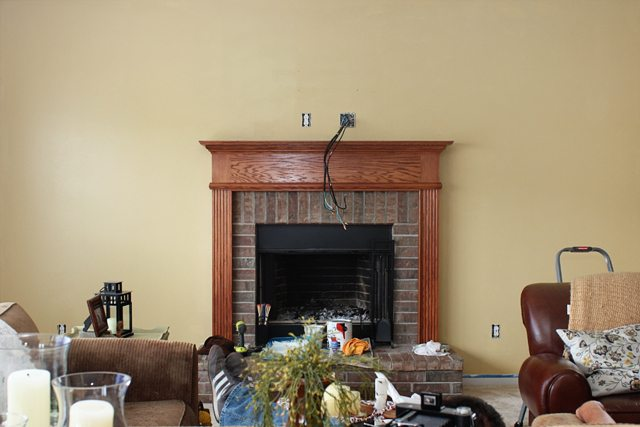 Mantel Makeover. This is the awful before picture