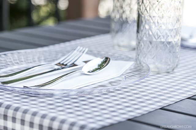 Planning a date night does not have to be complicated. What about a backyard date night? A simple picnic for two? livelaughrowe.com