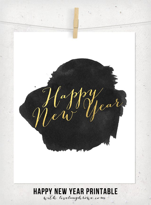 Love this!! Gold Foil New Year's Printable. In both a 5x7 and 8x10! www.livelaughrowe.com