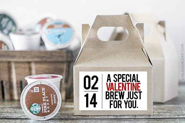I love this coffee gift idea! Give the gift of coffee (or tea) with a mini gable box and this darling printable. livelaughrowe.com
